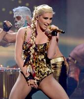 kesha-sul-palco-degli-american-music-awards_thumbnail